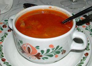 1 soepkom met echte Hongaarse goulashsoep