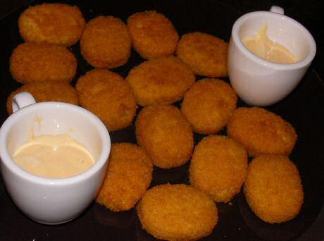 Lekker krokant gefrituurde kipnuggets met mayonaise