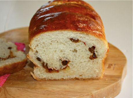 Suikerbrood recept met rozijnen en parelsuiker