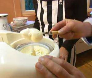 Vanille ijs maken met de ijsmachine
